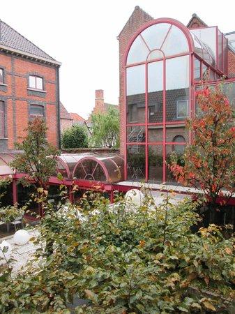 Academie Hotel: Courtyard