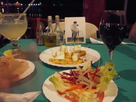El Buen Gusto Restaurant : Drinks & appetizers