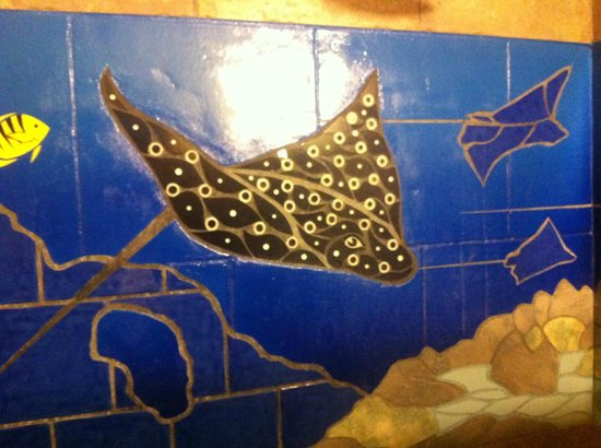 Tranquilseas Eco Lodge and Dive Center : Shower mural