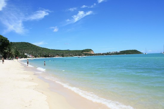 Secret Garden Beach Resort: Strand nach links