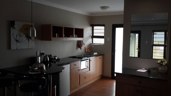 Perfek Stay Guest House: Kitchen