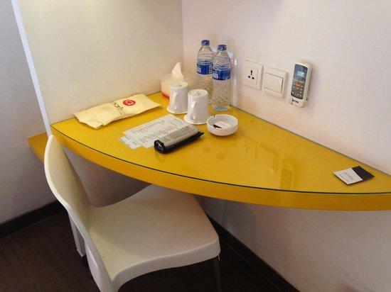 Amaris Hotel Mangga Dua Square: Smart type room: enough of what you need