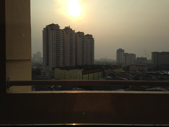 Amaris Hotel Mangga Dua Square: Smart type room: view from the window (if you stay on the west side)
