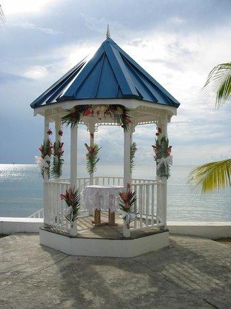 Villa Beach Cottages - Wedding Gazebo