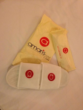 Amaris Hotel Mangga Dua Square: Smart type room: daily toiletries is provided. toothbrushes included.