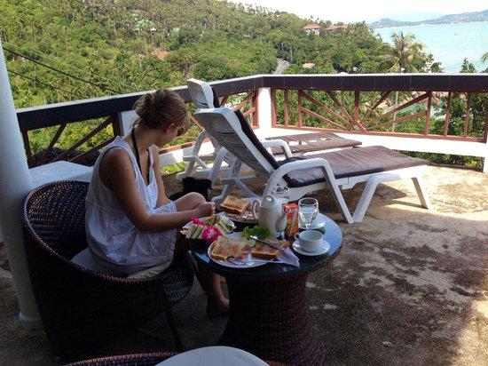 Ban Sua Samui: Frühstück auf unserer Terrasse ;)