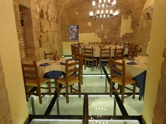 Il Menestrello : I pavimenti e le mura risalgono del I° secolo a. C.