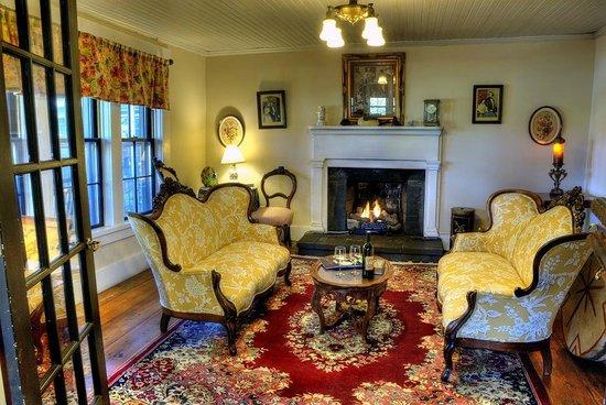 The York House Inn: Parlor