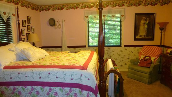 Acorn Bed and Breakfast at Mills River: Bedroom