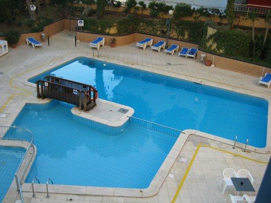4R Playa Park: Вода в бассейне холодная