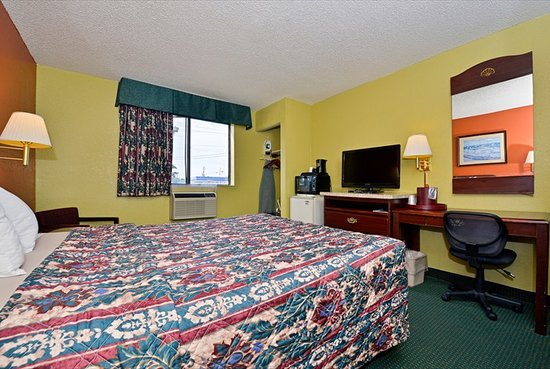 Super 8 Brunswick/St Simons Island Area: Queen Room View