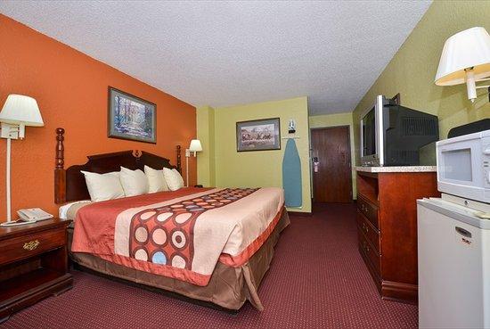Super 8 Brunswick/St Simons Island Area: King Bed Room
