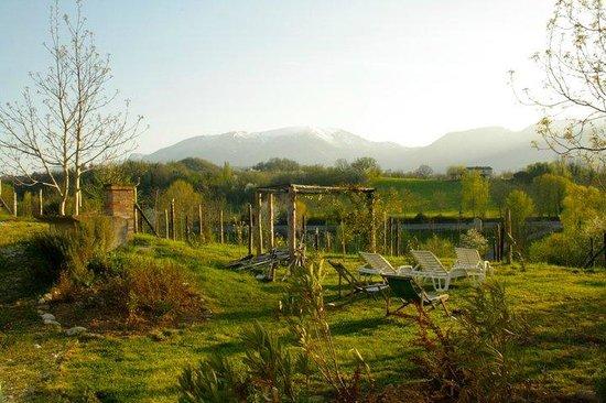 Villa San Raffaello: mountains view from garden