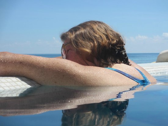 Casa Flamboyan : Infinity pool - Gulf of Mexico side - happy wife