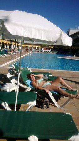 Hotel Mediterraneo Benidorm: the pool area