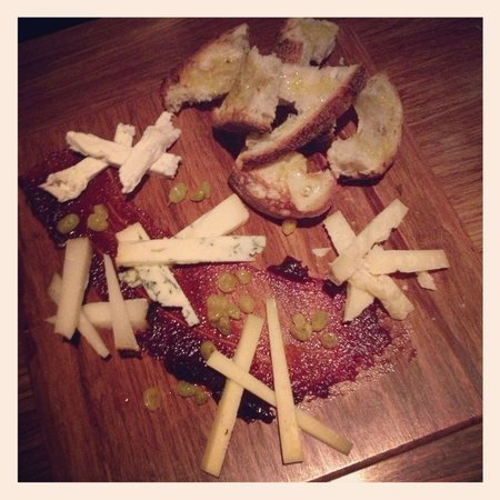 Jeninni Kitchen + Wine Bar: Cheese plate for Desert. Beautifuland delicious!