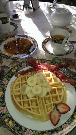 Hoyt House B&B and Tea Room: 3-course breakfast