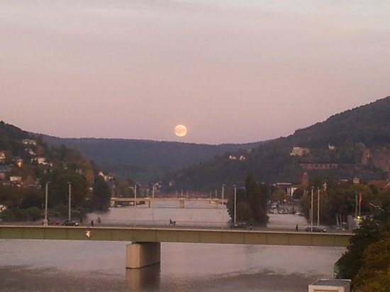 Heidelberg Marriott Hotel: Moonrise Over Heidelberg