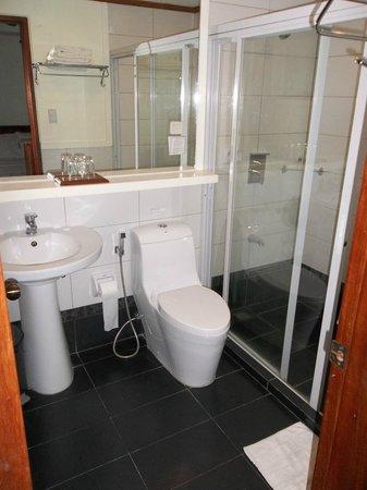 Ipil Suites El Nido: Bathroom