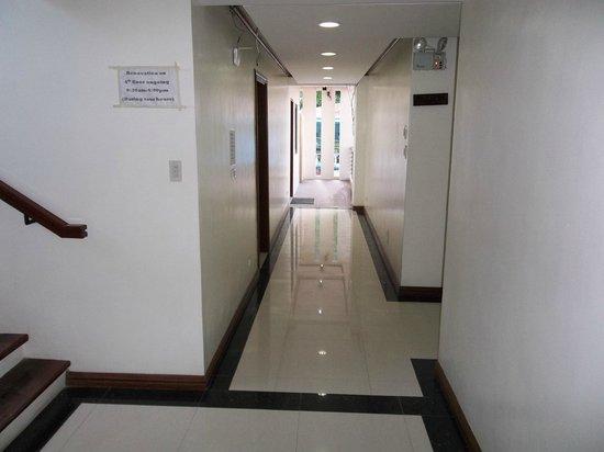 Ipil Suites El Nido: Corridor