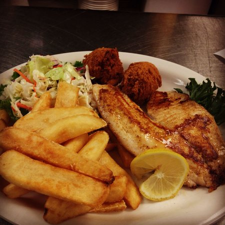 D'Licous Dining & Smokehouse Grill : Grilled Tilapia!!