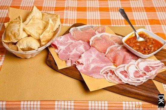 Casalmaggiore, อิตาลี: Torta fritta, salumi e fagiolata piccante!