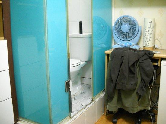 Elm Tree Guest House: Salle de bain dans la chambre
