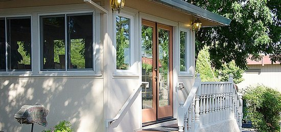 Carlin Country Cottages : Upon arrival, our warm reception office welcomes you