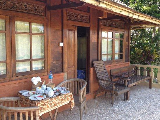 Graha Moding Villas: Breakfast on the balcony