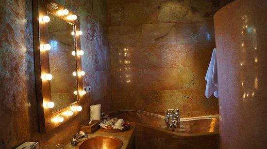 Tanah Merah Art Resort: Роскошная ванная комната