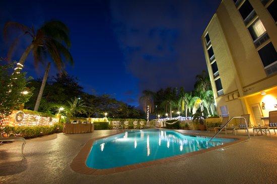 Hampton Inn Ft. Lauderdale West / Pembroke Pines: Evening Pool Area