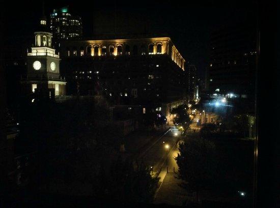 Kimpton Hotel Monaco Philadelphia: nighttime view from soaking tub in corner king spa room