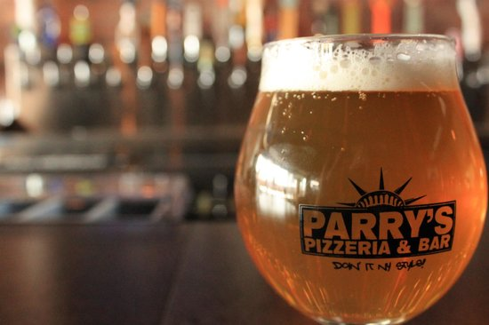 Parry's Pizzeria and Bar: Craft beer - 50 different beers to choose from