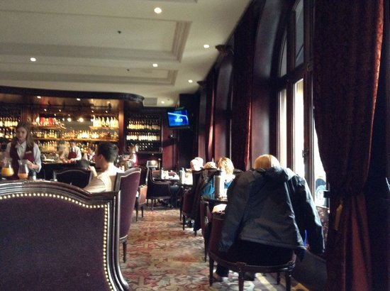 Bacchus Restaurant & Lounge: Cozy interior