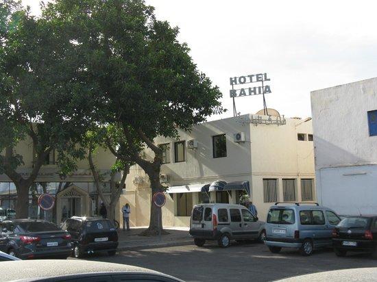Hotel El Bahia : Le parking et l'hôtel