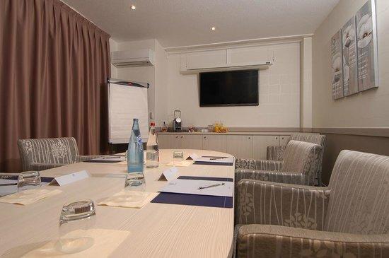 Kyriad Montpellier Est - Lunel : Salon de travail