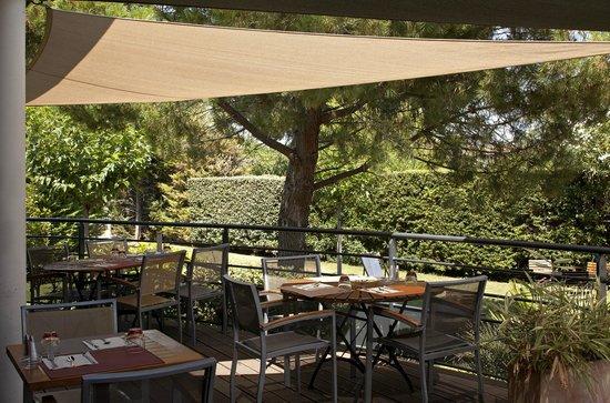 Kyriad Montpellier Est - Lunel : La terrasse restaurant