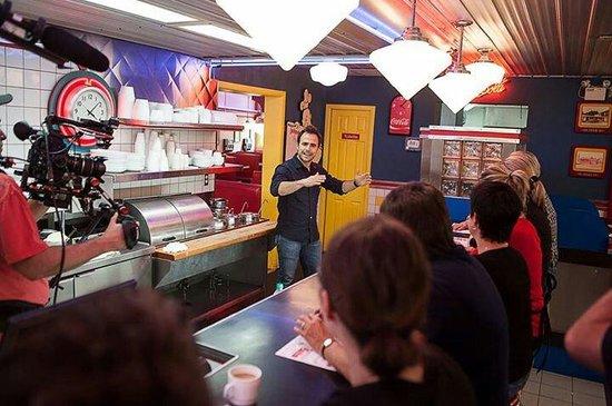 Restaurant Chez Johnny : Sébastien Benoit lors du passage de l'émission signé M avec le chef Louis-François Marcotte au R