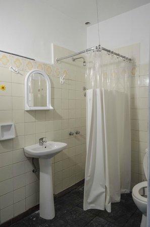 Ideal Social Hostel: Baños privados