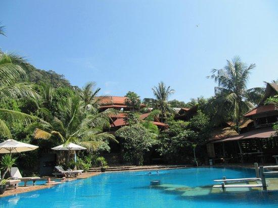 Veranda Natural Resort: vue de l'hôtel depuis la piscine