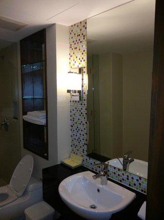 Legacy Suites Sukhumvit by Compass Hospitality : Bathroom