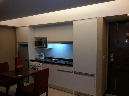 Legacy Suites Sukhumvit by Compass Hospitality : Kitchen Area
