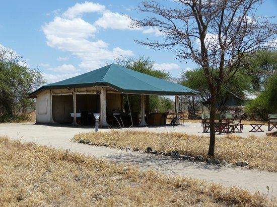 Whistling Thorn Tented Camp: Das Empfangs- / Esszelt
