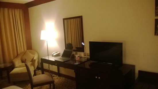 Holiday Inn Al Khobar-Corniche: study table