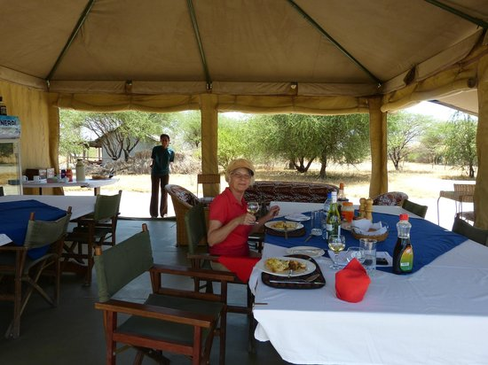 Whistling Thorn Tented Camp: Komfortabler Lunch