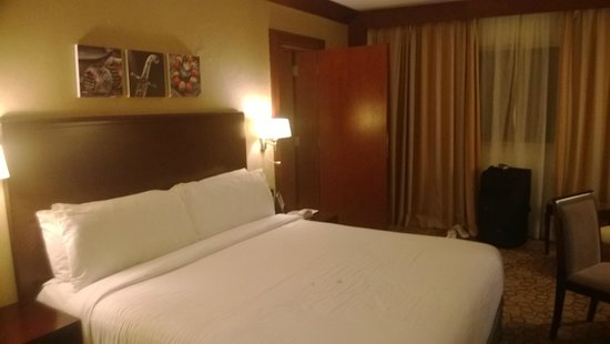 Holiday Inn Al Khobar-Corniche: bedroom
