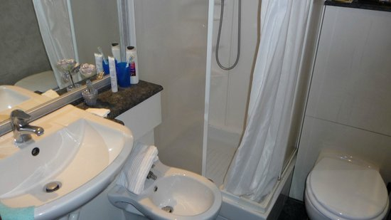 Hotel Sant'Angelo: Dusche, WC, BD