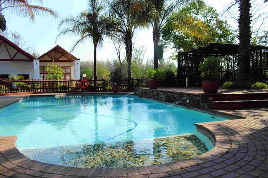 Zulu Nyala Country Manor: pool