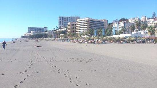 Roc Hotel Flamingo: Beach at resort