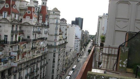 Embassy All Suites Hotel: looking sideways